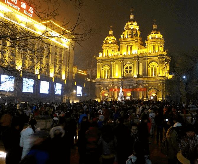 Tłum podczas mszy świętej