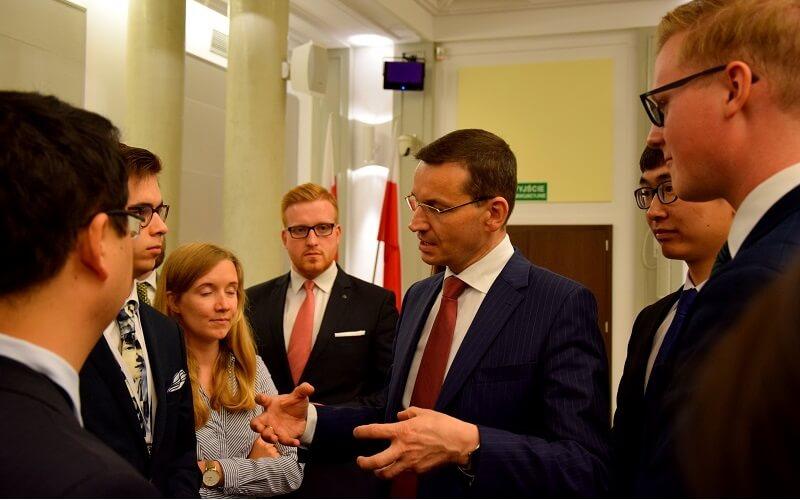 Studenci z premierem RP, Mateuszem Morawieckim