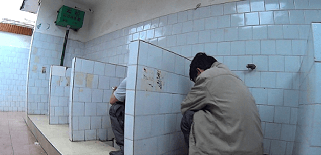 Chińska, coraz mniej popularna toaleta